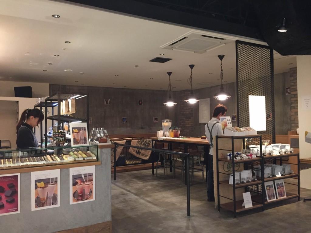 アンプレスィオン ビオエキタブルショコラ カフェ ソラリアプラザ店
